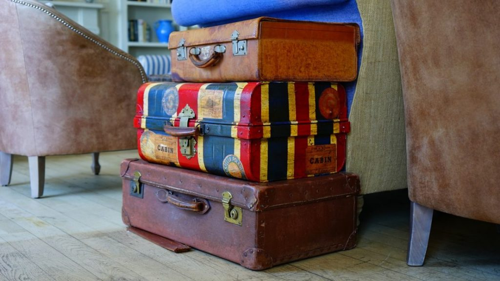 3 Ways to fold your suit for a suitcase