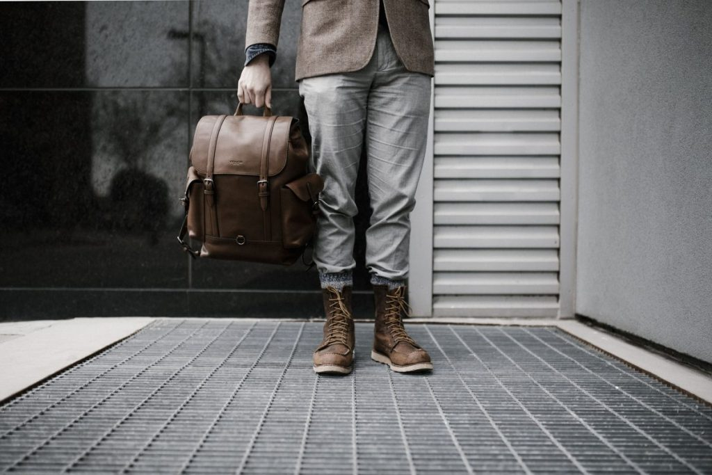Which clothes do men find inappropriate for the workplace?