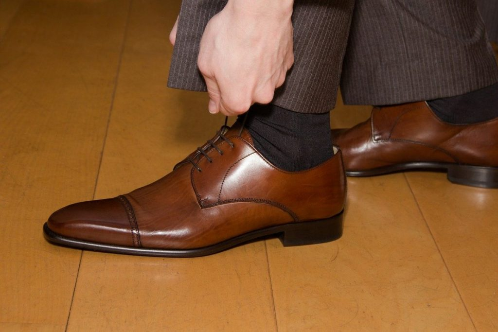 Shoelace etiquette at work