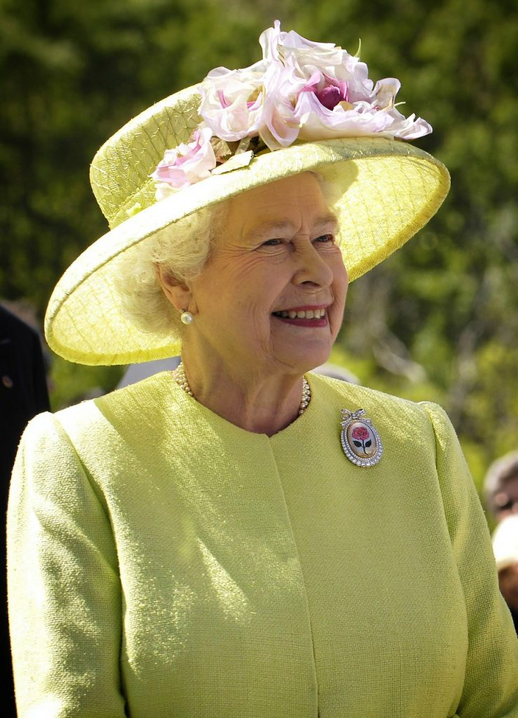 6 fashion rules the English Royal Family must follow