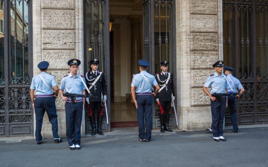 Uniform of the Carabinieri: the crook catchers of Italy