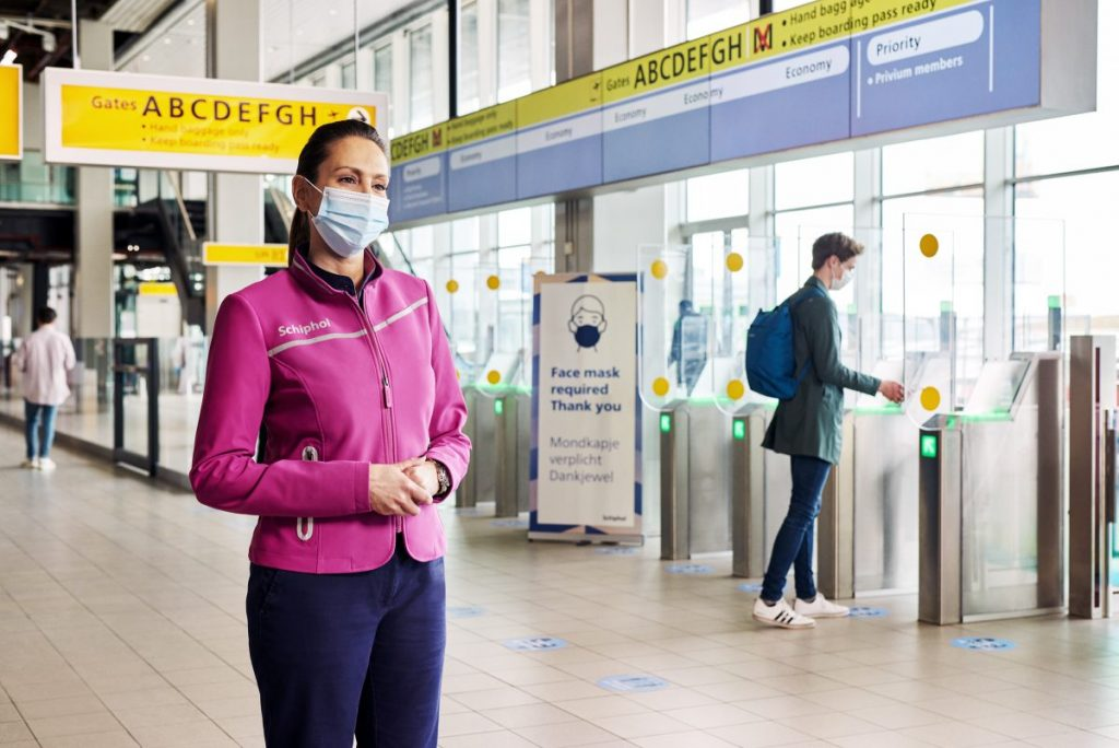 Schiphol opts for a completely different style with new corporate clothing